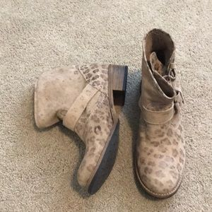 Matisse leopard print tan booties with buckle